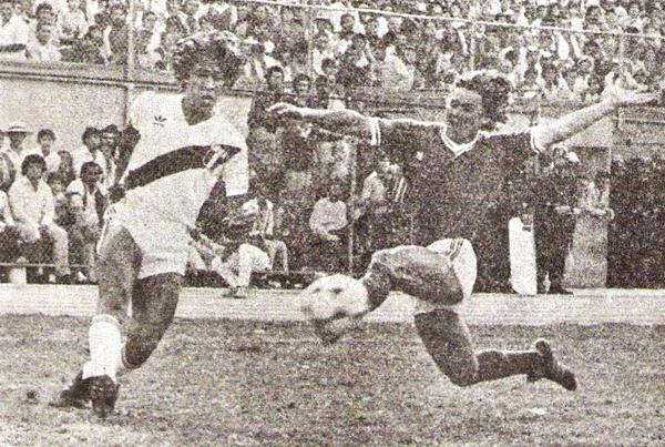 La mejor manera de homenajear a Lolo Fernández fue con este triunfo. La selección peruana aseguraba su pase a semifinales de la Copa América con una victoria por 2-1. (Foto: revista Ovación)
