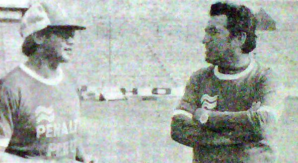 Juan José Tan y José Fernández, dos técnicos que por entonces sonaron como alternativa para cubrir la emergencia en la selección pero que acabaron por declinar el cargo (Recorte: diario La Crónica)