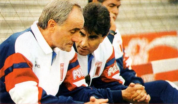 Oblitas como asistente de Popovic en el debut del serbio con la selección peruana frente a Argentinos Juniors en 1992. (Foto: revista Once)