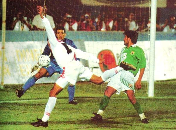 Fue una de las actuaciones más bajas; sin embargo se pudo rescatar un triunfo por 2-1 y pensar en Francia 1998. (Foto: revista Ovación)