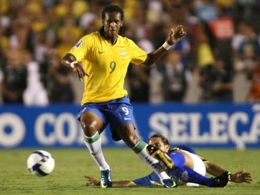La '9' de Brasil fue demasiada responsabilidad para Jó (Foto: FIFA.com / AFP)