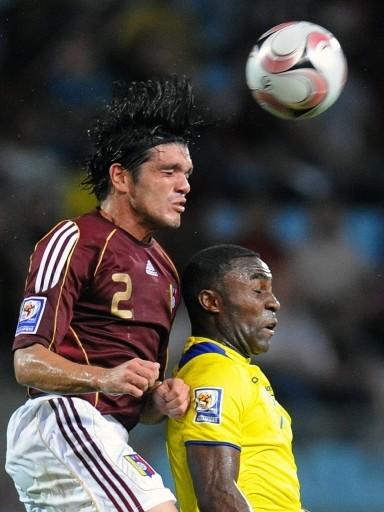 Fuenmayor le gana a Caicedo en el salto (Foto: FIFA.com / AFP)