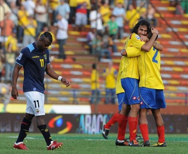 EL ALCATRAZ. Armero y Tenorio se ensarzan en un baile tropical (Foto: AFP)