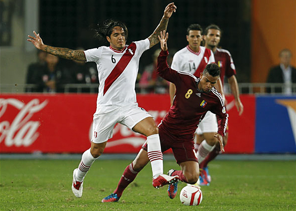 Juan Manuel Vargas tiene el último año de las Eliminatorias para volver a ser un jugador con peso futbolístico en la selección peruana (Foto: AP)