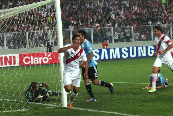 Perú tuvo en 2012 partidos en los que estuvo a la altura de lo que una Eliminatoria exige, pero acabó siendo irregular (Foto: José Salcedo / DeChalaca.com)