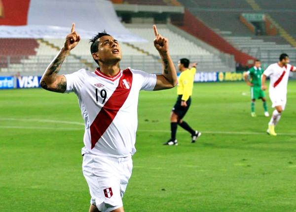 El dominio se tradujo en gol. Yoshimar Yotún abría la cuenta para Perú y todo pintó para un resultado más que favorable. (Foto: Luis Chacón / DeChalaca.com)