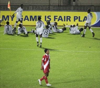 Osei desató los festejos para el segundo gol ghanés luego de una gran chalaca de Donkor (Foto: FIFA.com)