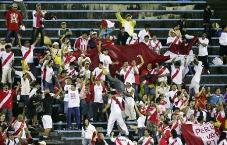 La alegría de la hinchada peruana en Suwon es la alegría de toda una generación (Foto: FIFA.com)