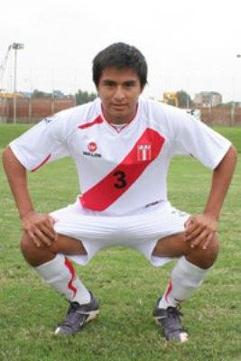 Wilson Vizconde es un indiscutido en el bloque posterior peruano. Hará pareja con Cristian Benincasa (Foto: futboldemenores.com)