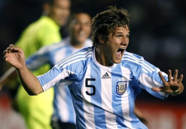 LA FATALIDAD. Bruno Zuculini grita con todo su conquista ante Perú. (Foto: REUTERS)