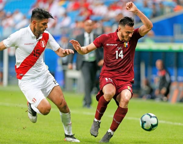 Zambrano vivió un año particular: difícil en el nivel de clubes pero exultante con la selección, en la que se ratificó como pieza de alto nivel. (Foto: Prensa Copa América)