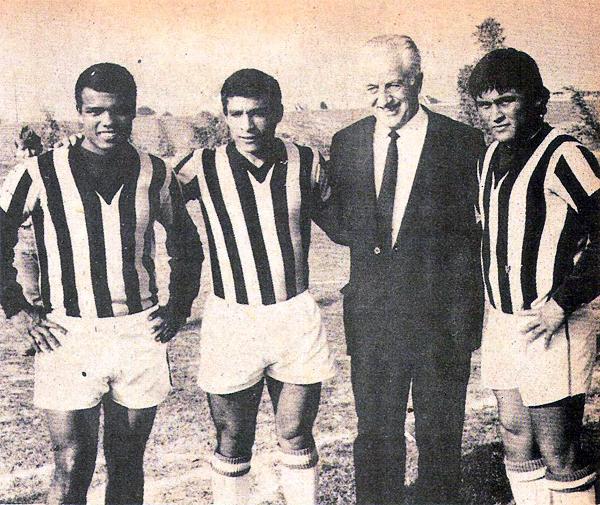 El contar con algunos grandes jugadores del fútbol peruano de entonces como Cubillas, Chumpitaz y Sotil hizo que la presión fuera grande sobre el técnico húngaro (Recorte: revista Hincha)