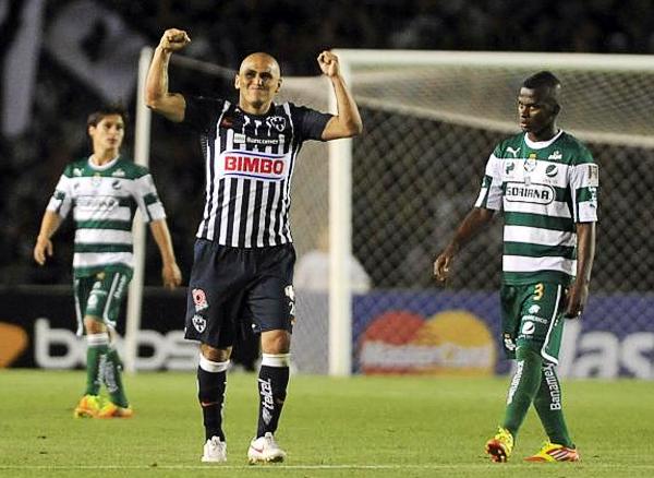 Monterrey tuvo en Humberto Suazo un goleador que acabó por pesar en la final ante el Santos Laguna (Foto: EFE)