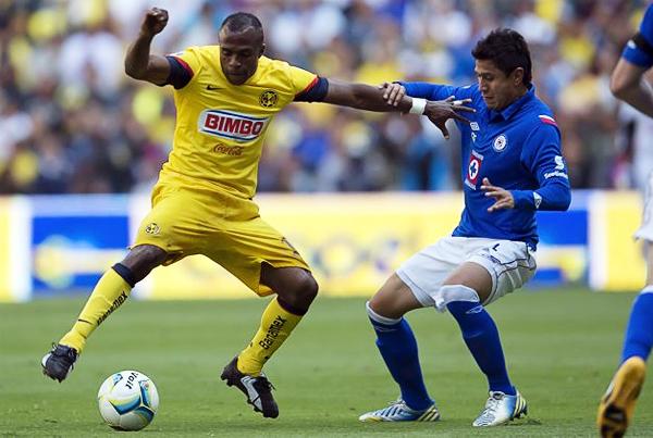 Los goles del 'Chucho' Benítez se valoran mucho más en el América, equipo con el que el delantero ecuatoriano se consagró como campeón y goleador (Foto: Mexsport)