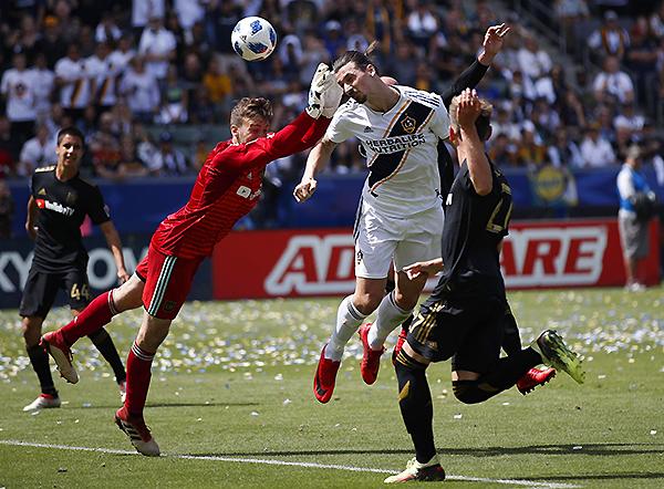 Zlatan Ibrahimovic juega en LA Galaxy de la MLS. (Foto: AP)