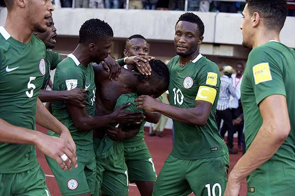 Víctor Moses anotó un doblete en la victoria nigeriana por 3-1 sobre Argelia. (Foto: EFE)