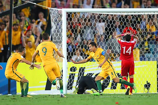 Tim Cahill celebra el tanto de la clasificación de Australia al Mundial. Los sirios hicieron un partido digno. (Foto: Getty Images)