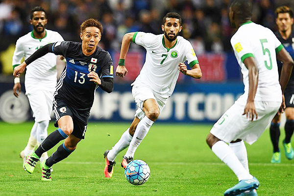 No fue fácil para Japón vencer a Arabia Saudita. Lo derrotó 2-0 y lo igualó en la punta del Grupo B. (Foto: AFP)