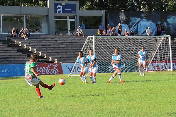 El local Colón debutó ante el argentino Urquiza y lo derrotó 2-1. (Foto. Conmebol)