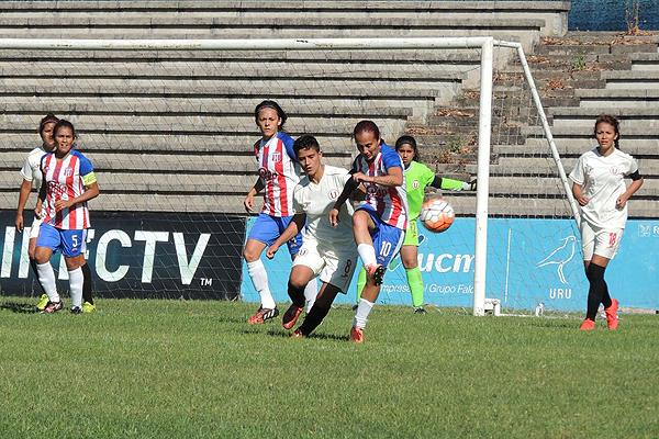 La 'U' jugó el primer partido del torneo y cayó goleado por 4-0 frente a Sportivo Limpeño de Paraguay. (Foto: Conmebol)