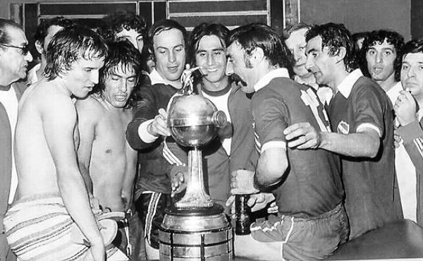 Independiente campeón de la Libertadores 1975, con Percy Rojas en su plantel. ¿La 'U' pudo haberle ganado si es que llegaba a la final continental? (Recorte: Pasión Libertadores)