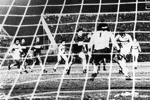 Osvaldo Aquino anota el primer gol del partido en Asunción que al final le valió el título a Olimpia sobre Boca Juniors (Foto: pasionlibertadores.com)