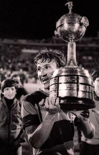Zico alcanzó la gloria a nivel de clubes cuando llevó al Flamengo a conquistar su única Libertadores (Foto: jb.com.br)