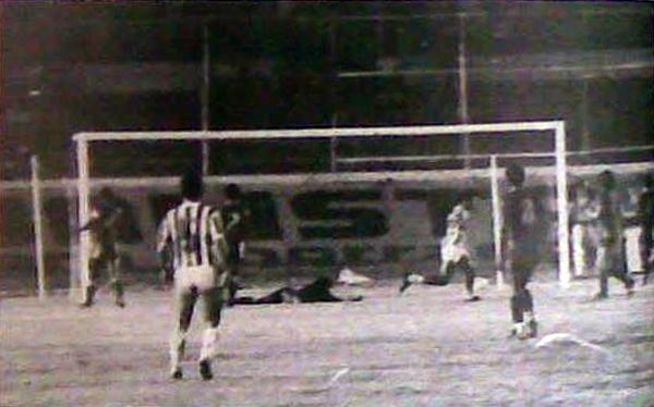En su primera salida al exterior, Atlético Nacional igualó 1-1 ante Emelec en Guayaquil. Acá, el gol de John Jairo Trelles, el primero del partido (Foto: emelectrico.wordpress.com)