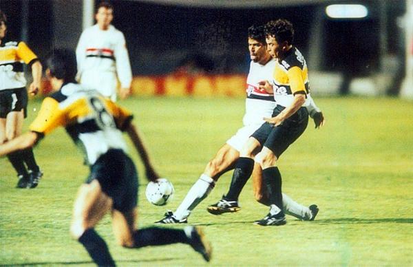 El Criciúma de Brasil, equipo sin mayor renombre a nivel internacional, fue un animador de la Copa en 1992 cuando solo Sao Paulo le pudo cortar el camino (Foto: doentesporfutebol.com.br)