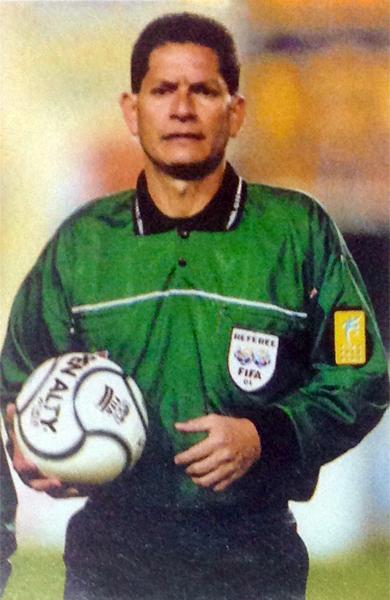 Gilberto Hidalgo fue el responsable del Boca - Cruz Azul en 2001 (Recorte: revista El Gráfico Perú)