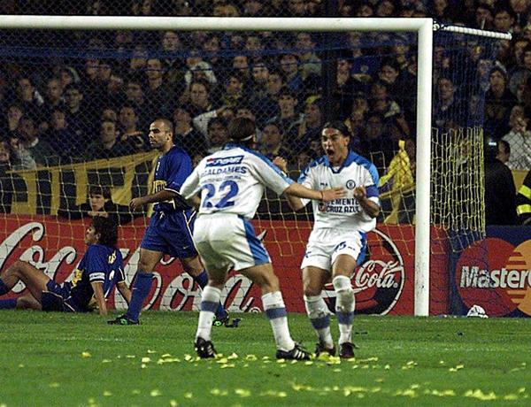 Cruz Azul estuvo a punto de convertirse en el primer club no sudamericano en conquistar la Copa Libertadores, pero Boca Juniors se encargó que el trofeo quedara en esta parte del continente (Foto: Mexsport)