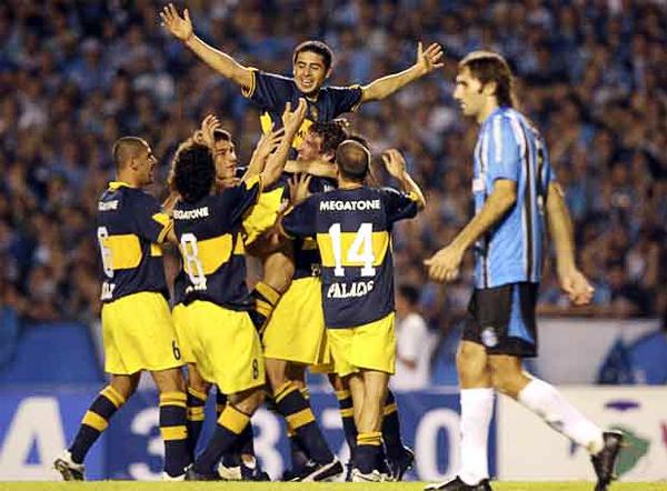 El último título de Boca llegó de la mano de Riquelme que aseguró la final ante Gremio con dos goles en Brasil (Foto: elpais.com)