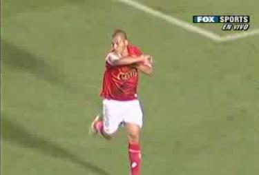 Solís y el beso al brazo en señal de triunfo luego de su tanto (Captura: Fox Sports Americas)