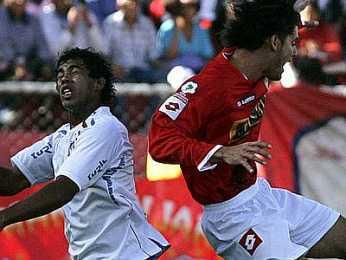 Con los dientes apretados, Cienciano superó a Nacional y cerró la gran jornada inicial de los peruanos en la Copa (Foto: EFE)