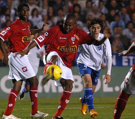 Romaña cerró mal su paso por la Copa y se acabó yendo expulsado (Foto: diario Las Últimas Noticias)