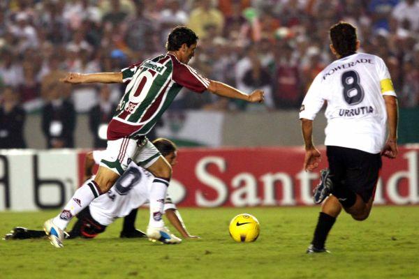 Golazo de Thiago Neves para marcar el empate momentáneo. Fue el primero de los tres del '10' brasileño (Foto: MEXSPORT)