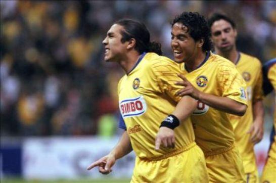 Como siempre, el guaraní Salvador Cabañas se hizo presente en el marcador y cerró el 3-1 final (Foto: EFE)