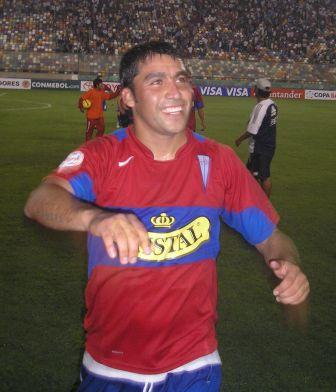"""Luis Núñez, quien dijo sentirse """"en su casa"""", se fue celebrando del Monumental (Foto: Abelardo Delgado / DeChalaca.com)"""