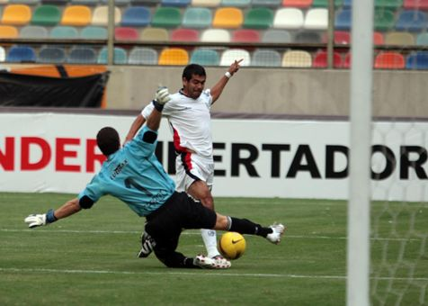 El argentino Díaz concretó de esta forma su espectacular jugada individual que selló el 2-0 final (Foto: ANDINA)