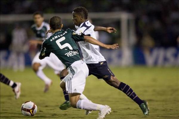 POR PUESTA DE TODO. Así como Lucas Santos, Palmeiras anticipó siempre a Liga y lo dejó al borde de la eliminación (Foto: EFE)