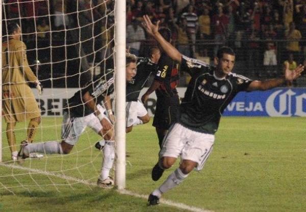 CELEBRAR ES VIVIR. Palmeiras, que andaba con cero puntos, volvió a la vida en la Copa con su victoria de visita sobre el Sport Recife (Foto: EFE)