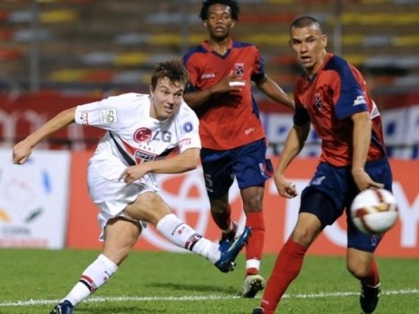 ESTO Y NADA MÁS. Fue poco lo que mostró Sao Paulo en Colombia y fue derrotado por el DIM. Los colombianos supieron aprovecharse del estatus de clasficados de los brasileños y consiguieron tres puntos importantísimos (Foto: FIFA.com / AFP)