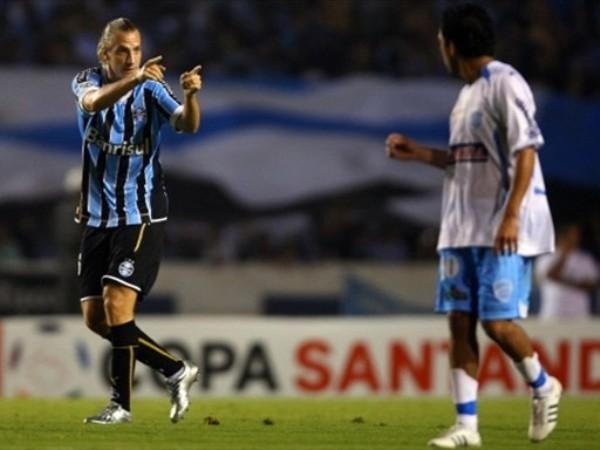 A TI YA TE CONOZCO. Gremio le volvió a ganar al modesto Aurora, ahora jugando como local (Foto: FIFA.com / AFP)