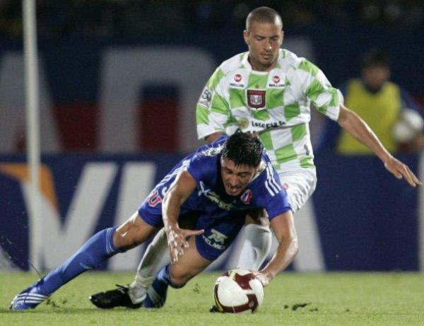 MAGIA, PUES. Así el Boyacá Chicó la haya hecho trastabillar en algunos tramos del partido, la 'U' de Chile lo pasó por encima y sacó un triunfo clave (Foto: EFE)