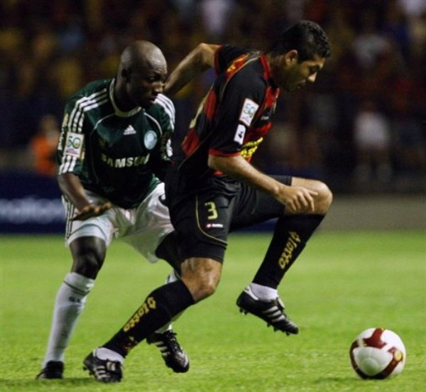 PISADA INSUFICIENTE. El avance de Igor no bastaría para clasificar a Sport Recife, que se quedaría en penales ante Palmeiras (Foto: AFP)