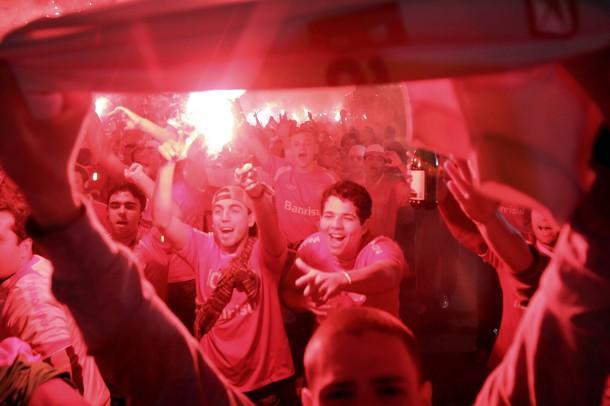 ILUSIÓN COLORADA. En Porto Alegre, la mitad de la ciudad ya palpita la clasificación de su equipo a una nueva final continental (Foto: AFP)