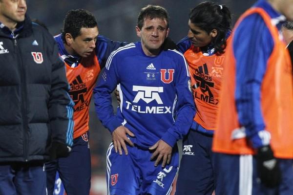SERÁ PARA LA PRÓXIMA. Walter Montillo es quien más sintió la eliminación de la 'U' de Chile. Sus lágrimas lo dicen todo (Foto: Reuters)