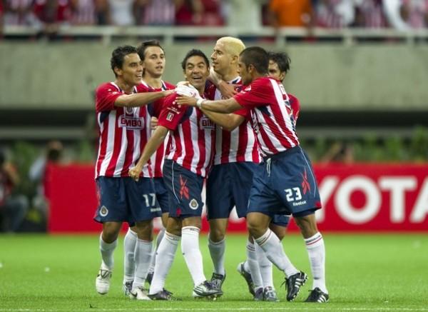 RIERON PRIMERO. Otros rieron mejor, Chivas no pudo celebrar al final del partido en su nuevo estadio. (Foto: REUTERS)