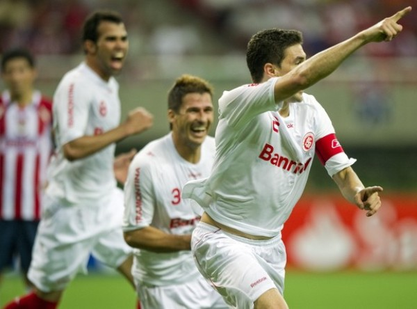 BOLÍVAR DE LOS LIBERTADORES. Con ese nombre no podía tener otro destino, el capitán colorado acercó a su equipo a la Copa con su gol de cabeza.  (Foto: REUTERS)