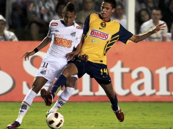 UN GANSO. Neymar celebra junto a Ganso el gol del segundo, que le dio el estrecho triunfo a Santos de local. Esta dupla puede llevar lejos al cuadro paulista. (Foto: Reuters)